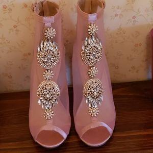 Chase & Chloe pink peep toe booties